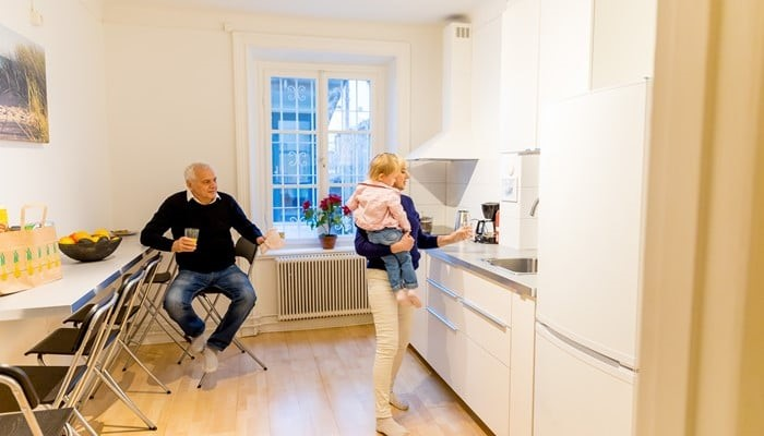 vacation apartment sveavägen stockholm: small two bedroom apartment - family with a kid in the kitchen