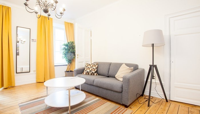 apartment hotel stockholm city center: small one bedroom apartment - living room