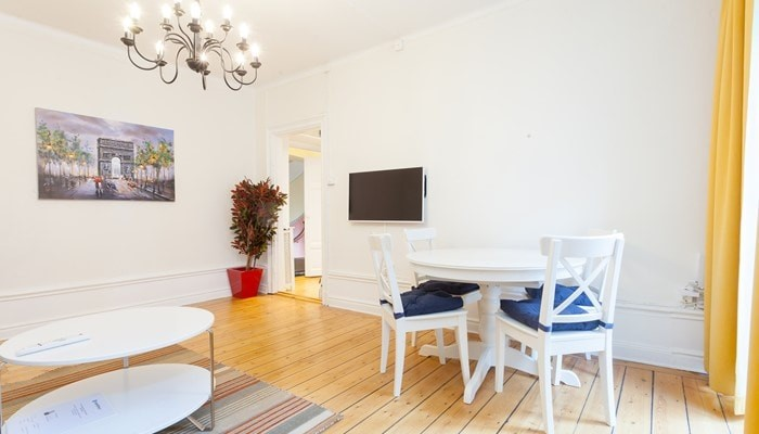 apartment hotel stockholm city center: small one bedroom apartment - dining area