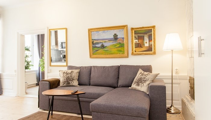 aparthotel stockholm old town: superio one bedroom apartment - sofa